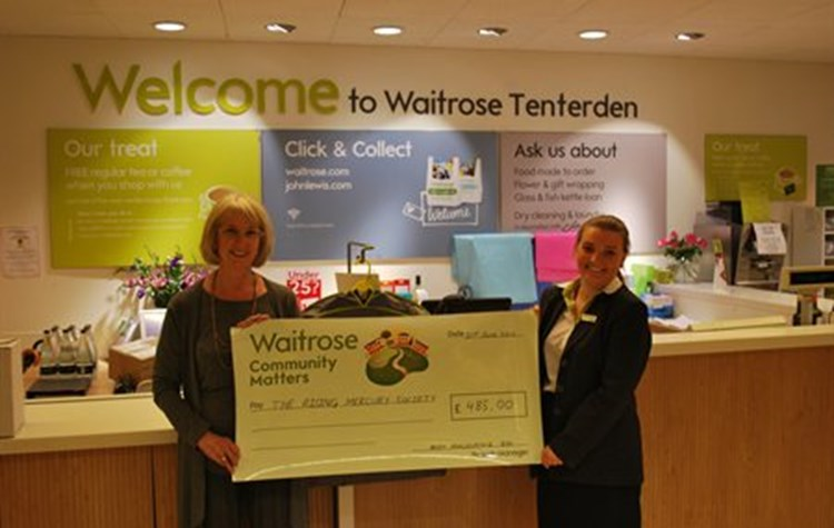Shoppers support friends of Benenden Hospital